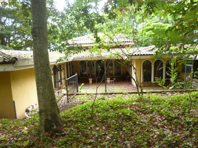 Oportunidad Escazu Casa en residencial con 4000 mts de terreno